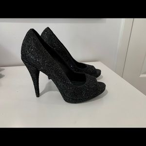 Black glittery pumps